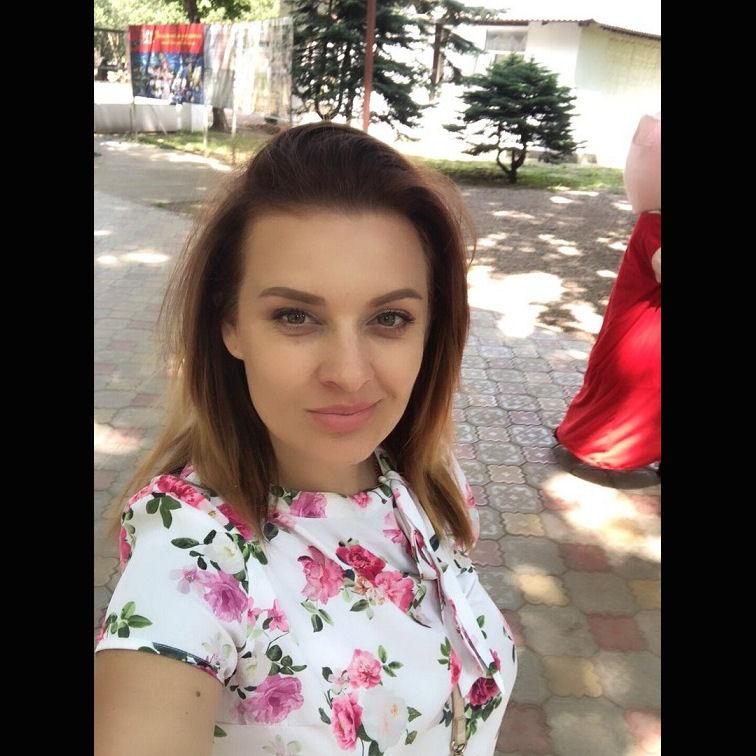 antoninazykova89c.jpg